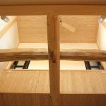 吹抜け化粧梁には地松 天井には無節の杉板を使用しています